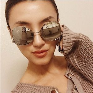 OVERSIZED AVIATOR SUNGLASSES, IN SILVER
